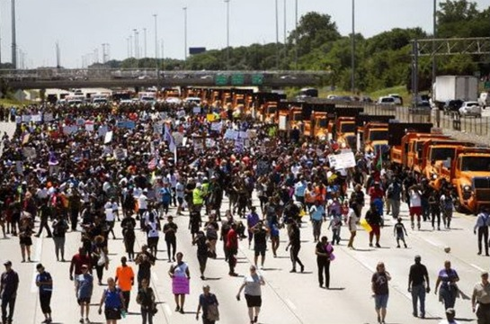 Chicago is Under Anti-Violence Street Protest