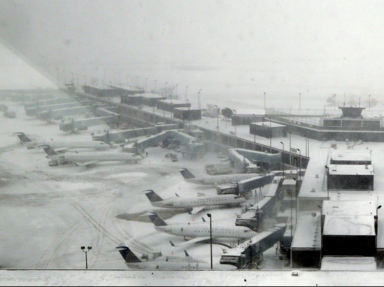 Brutal Storm at Chicago airport – 1300 flights canceled