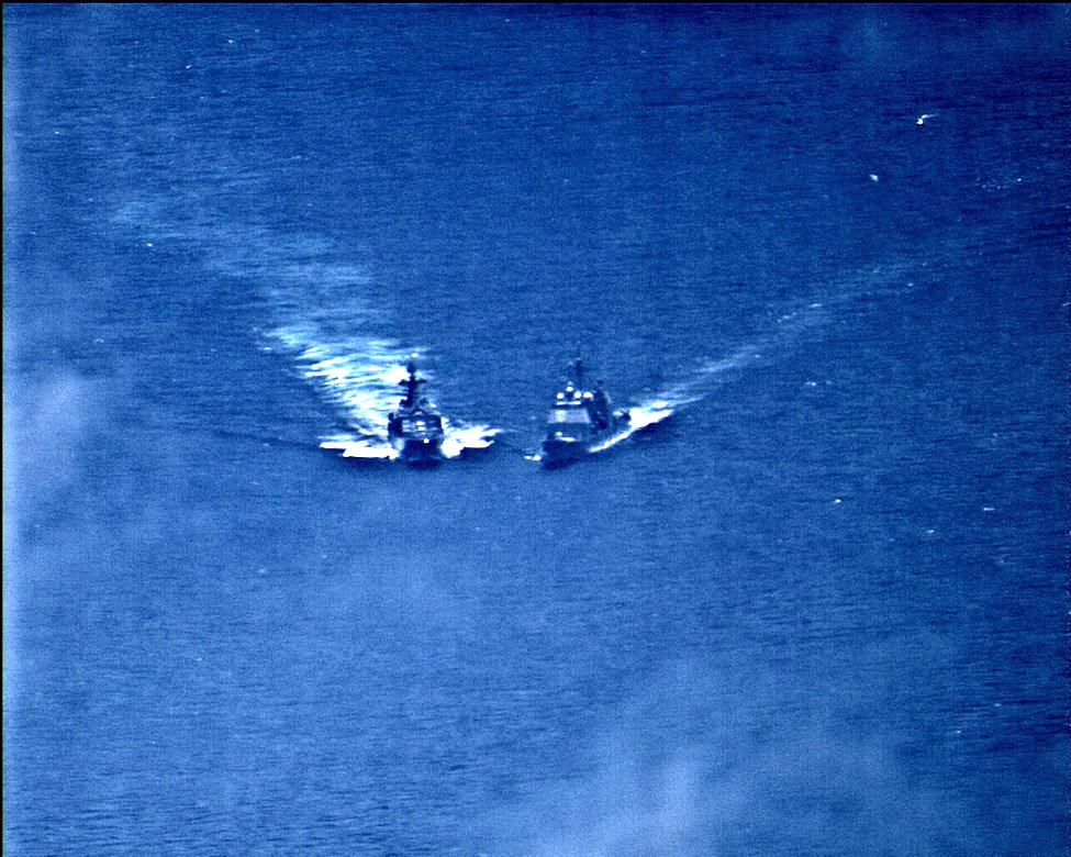 A Near Collision seen between Russian and US Warships in East China Sea
