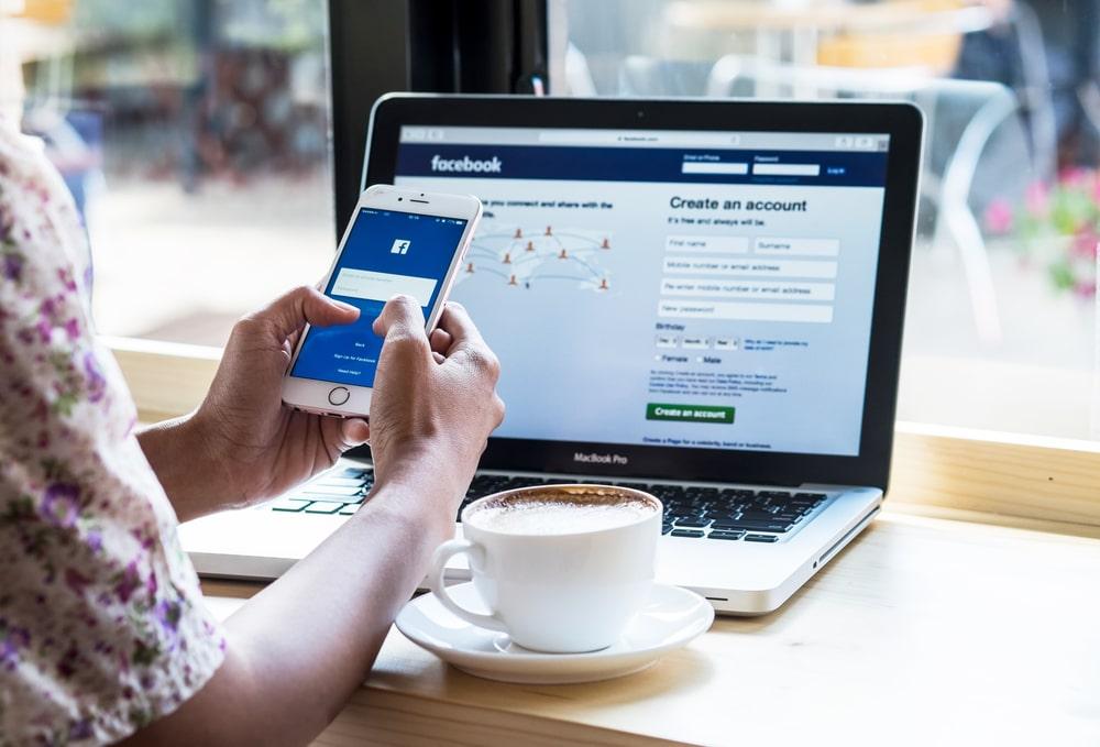 Facebook announces to pay half a million pound fine