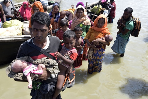 Ship carrying Rohingya immigrants drowns in Bay of Bengal